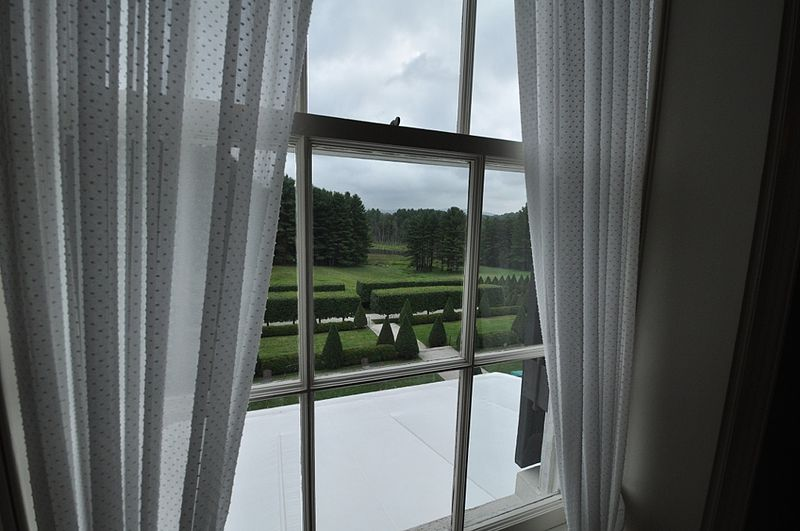 800px-The_Mount,_view_from_Edith_Wharton_bedroom