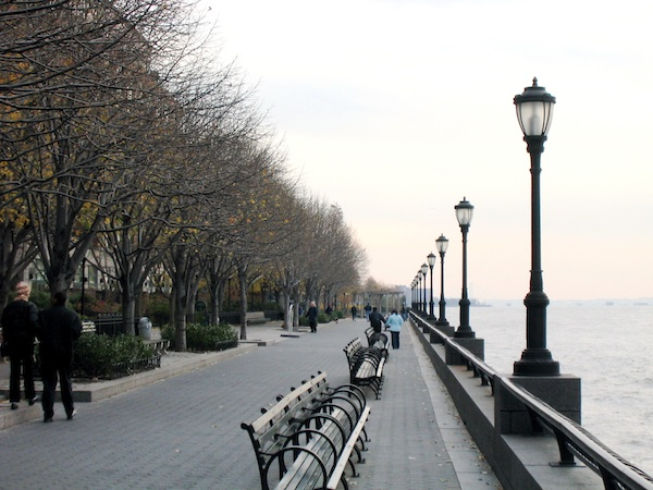 The_Esplanade_in_Battery_Park_November_2003_New_York_Citylarge