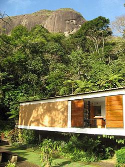 The house Elizabeth Bishop shared with Lota de Macedo Soares on the Fazenda Samambaia. (Photo by Katrina Dodson.