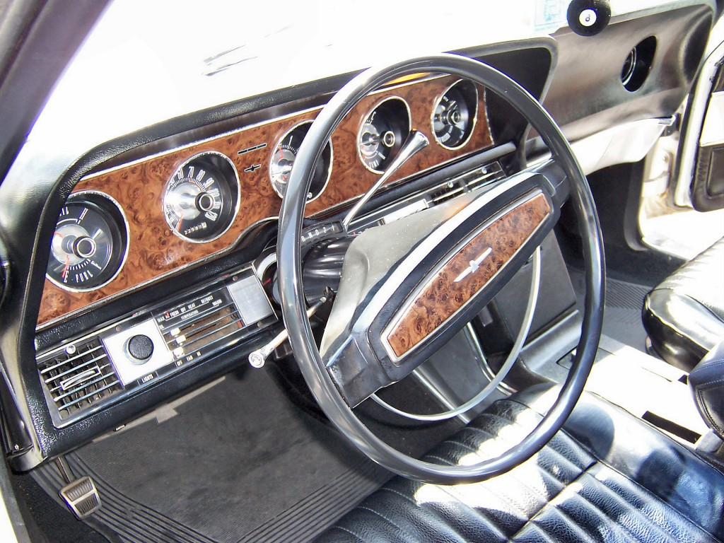 1968_White_Ford_Thunderbird_Fordor_interior