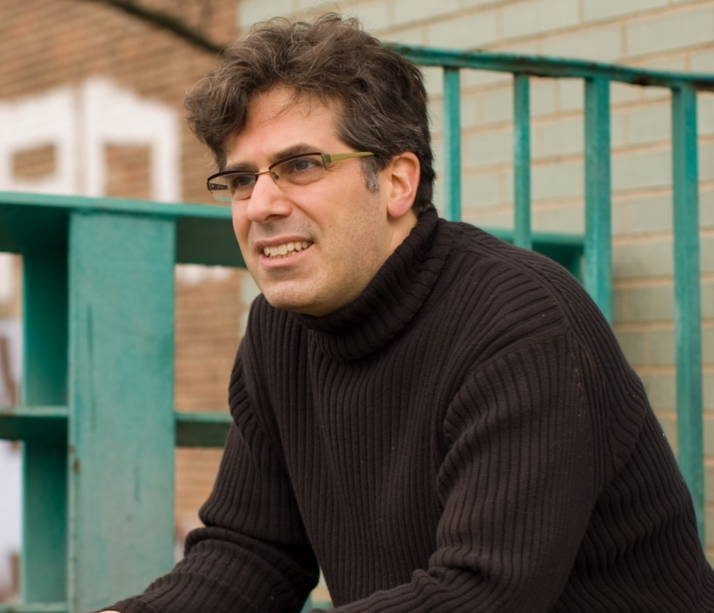 Jonathan_Lethem_on_the_banks_of_the_Gowanus_Canal_in_Brooklyn,_NY
