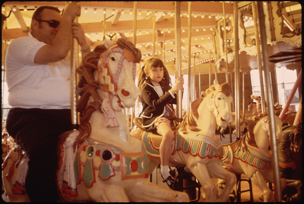MERRY-GO-ROUND_AT_AMUSEMENT_PARK_-_NARA_-_543213
