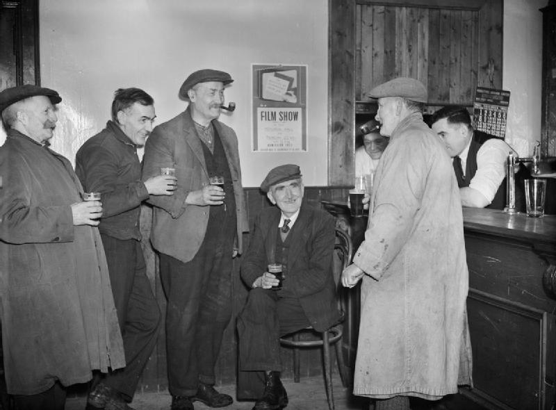 Regulars_in_the_village_pub_in_Tomintoul,_Banfshire,_discuss_the_Ministry_of_Information_film_show,_held_in_the_local_Memorial_Hall,_1943._D22631