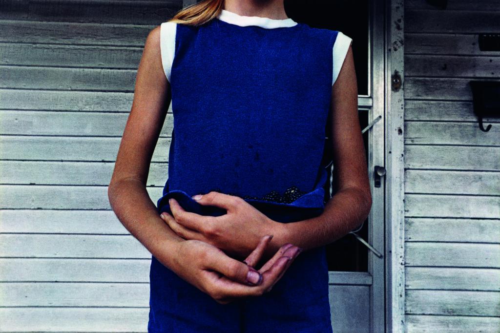 Girl Holding Blackberries, June 2008; from Dark Knees (Éditions Xavier Barral, 2013) © Mark Cohen