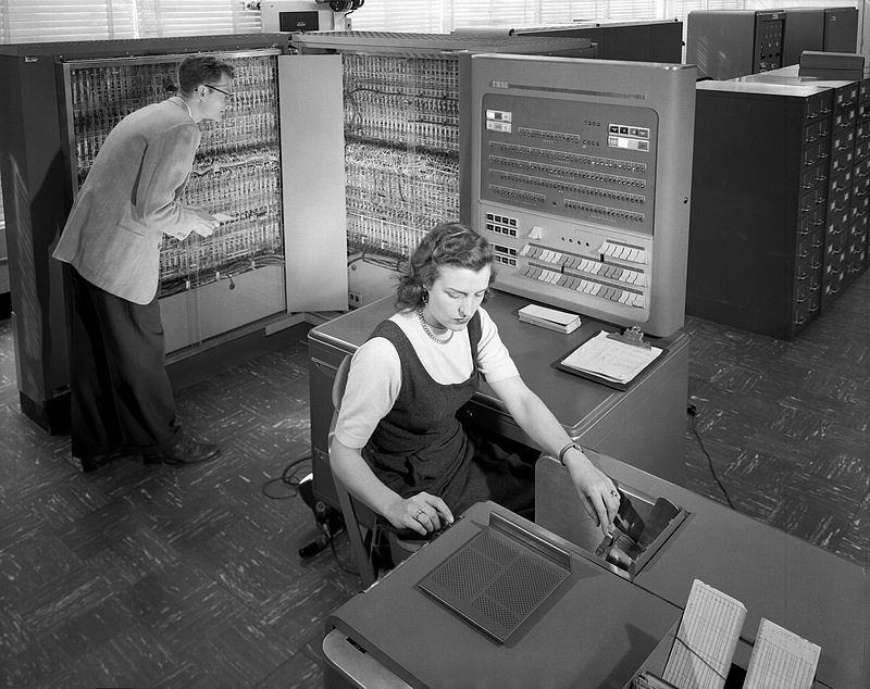 800px-IBM_Electronic_Data_Processing_Machine_-_GPN-2000-001881