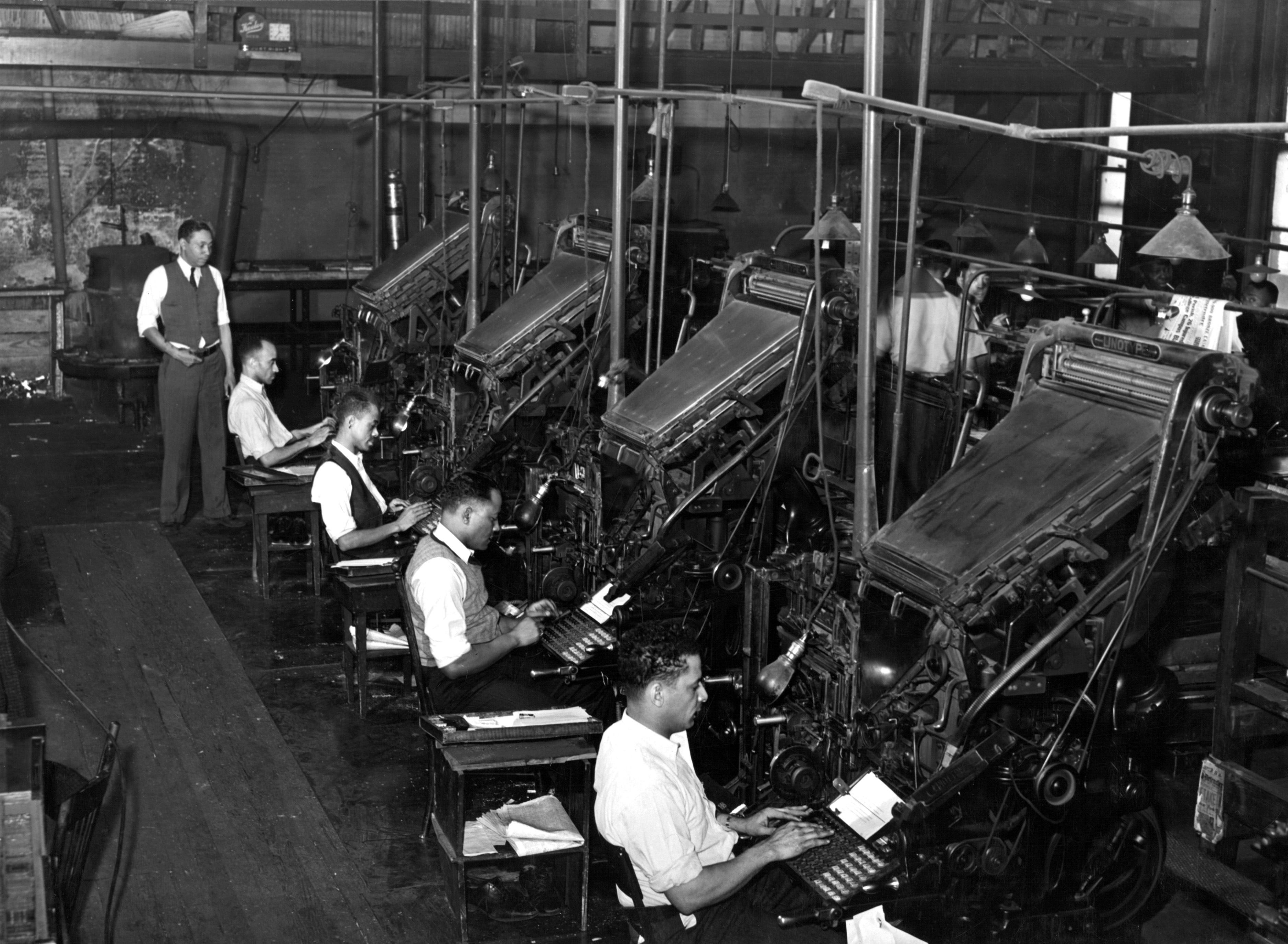 Russell_Lee_Linotype_operators_of_the_Chicago_Defender_1941