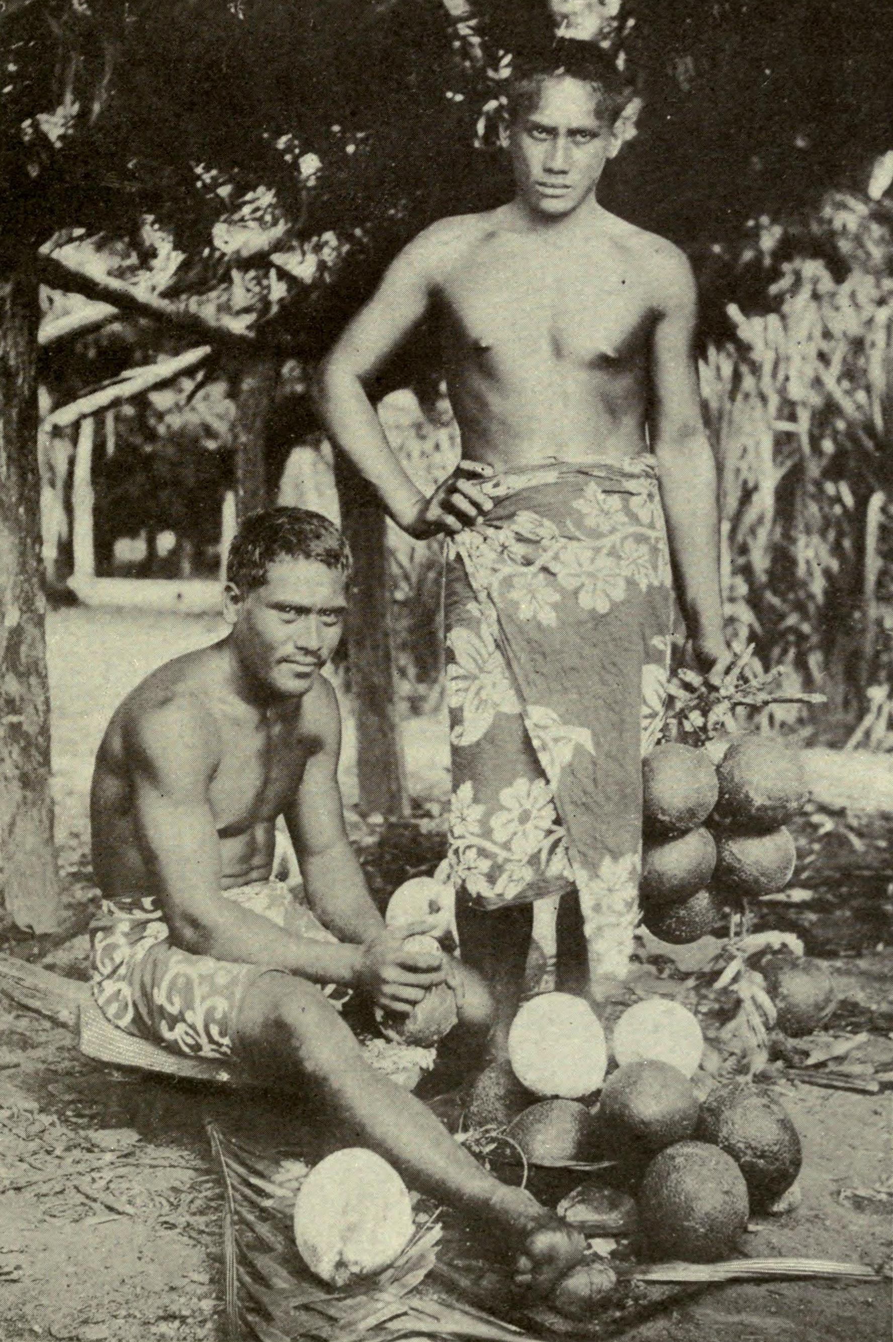 Two_Tahitian_men_preparing_breadfruits,_c._1902
