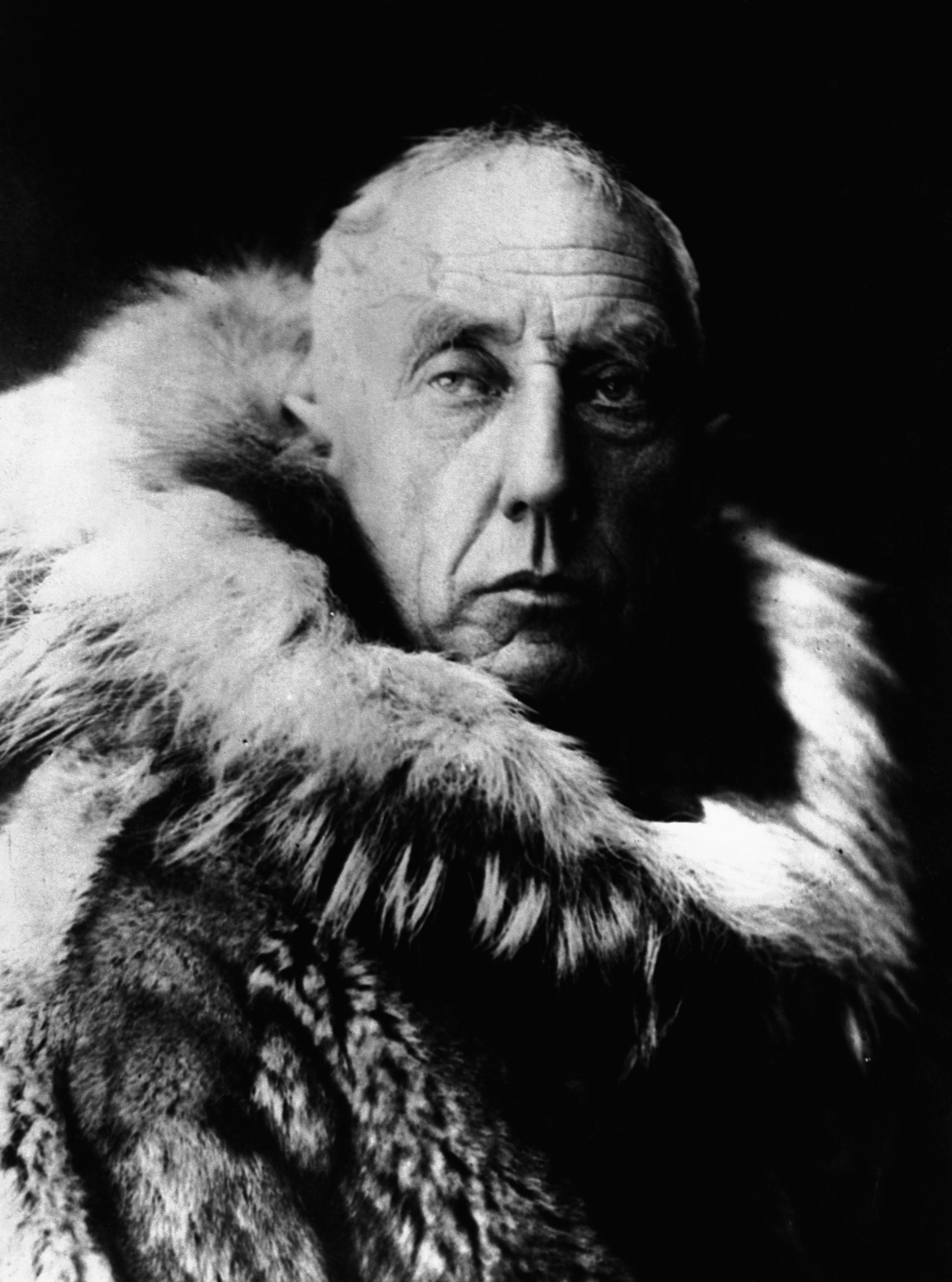 Amundsen_in_fur_skins