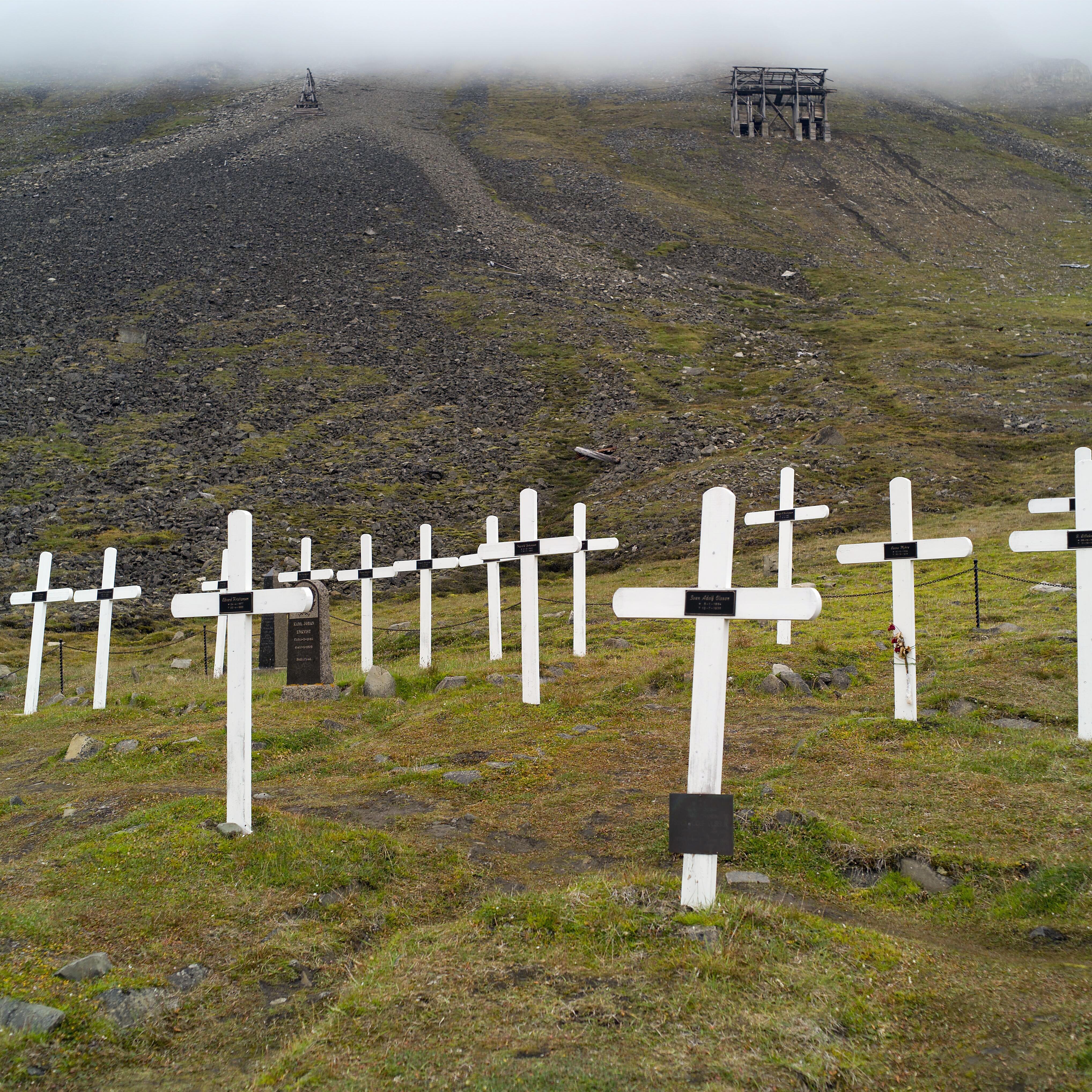 Cemetery_in_Longyearbyen_(Spitsbergen)_01