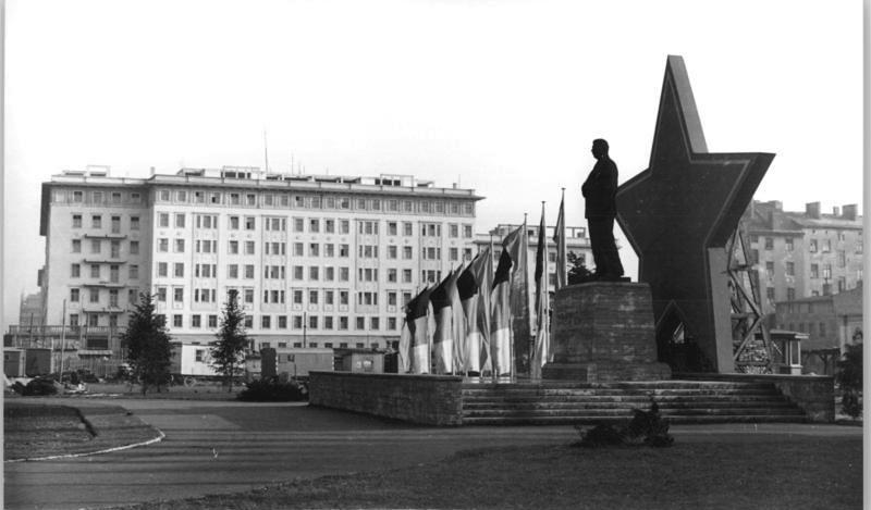 Berlin, Karl-Marx-Allee,Stalin-Denkmal