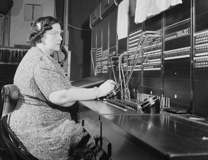 Miss_Ethel_Wakefield,_a_Western_Union_telegraph_PBX_operator_8d30850v