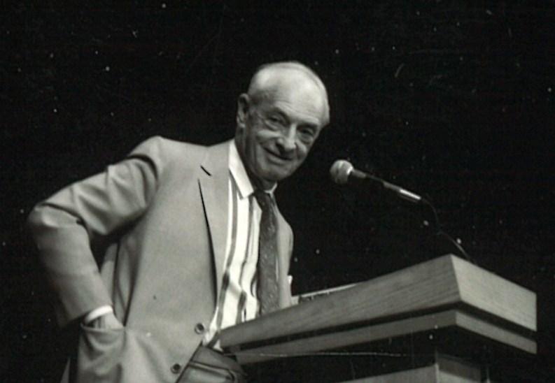 Saul Bellow at podium II --- Oct 1988