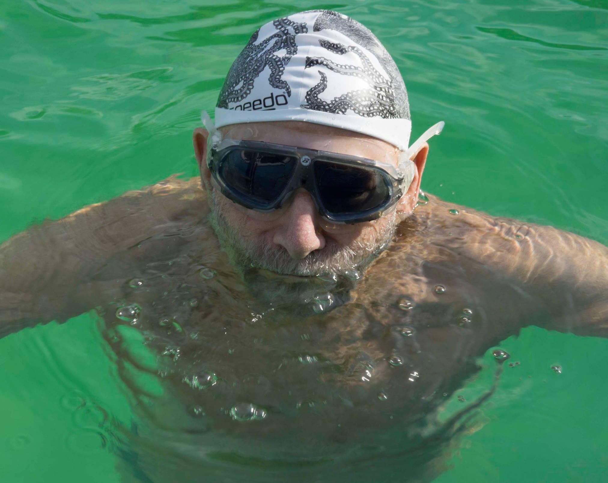 Oliver_swimming