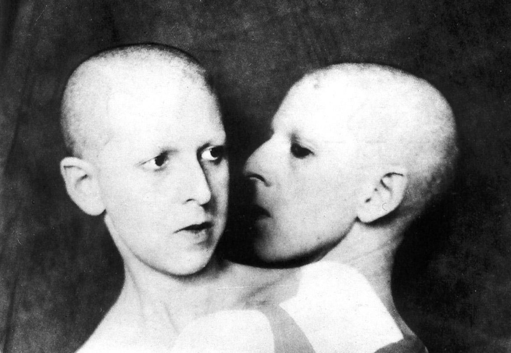 Claude Cahun, Que me veux-tu?, 1928, black-and-white photograph.