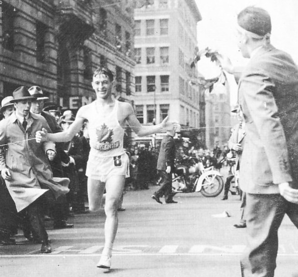 Gerard Coté wins the 1940 Boston Marathon.