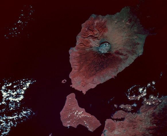 An image of Tambora taken by the Space Shuttle in 1992, with a view of the caldera produced by the 1815 eruption.