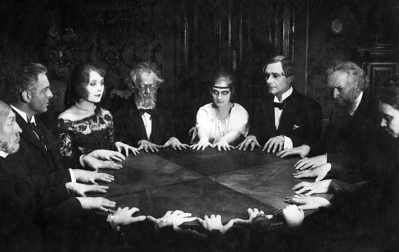 [Imagem: seance-table.jpg]