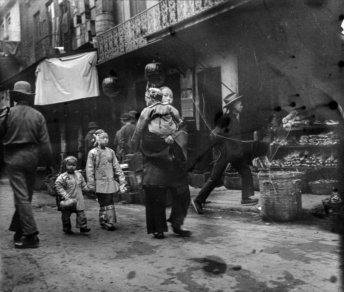 The Missing Images of Chinese Immigrants