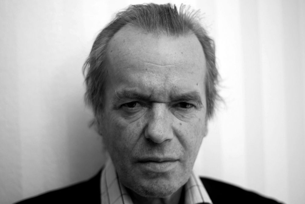 https://www.theparisreview.org/il/7145ceb525/large/Martin_Amis_2012_by_Maximilian_Schoenherr.jpg